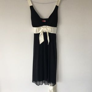 Dresses & Skirts - Stunning Little Black Dress with Bow Size S